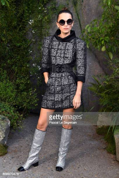 Anna Brewster attends the Chanel show as part of the Paris Fashion Week Womenswear Spring/Summer 2018 on October 3 2017 in Paris France