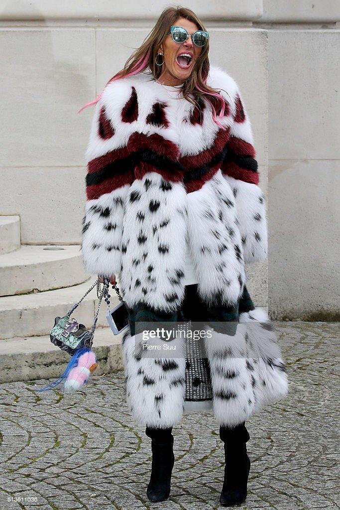 Balmain : Outside Arrivals - Paris Fashion Week Womenswear Fall/Winter 2016/2017 : News Photo