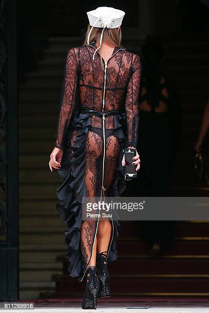 Anna Dello Russo arrives at the Balmain show as part of the Paris Fashion Week Womenswear Spring/Summer 2017 on September 29 2016 in Paris France