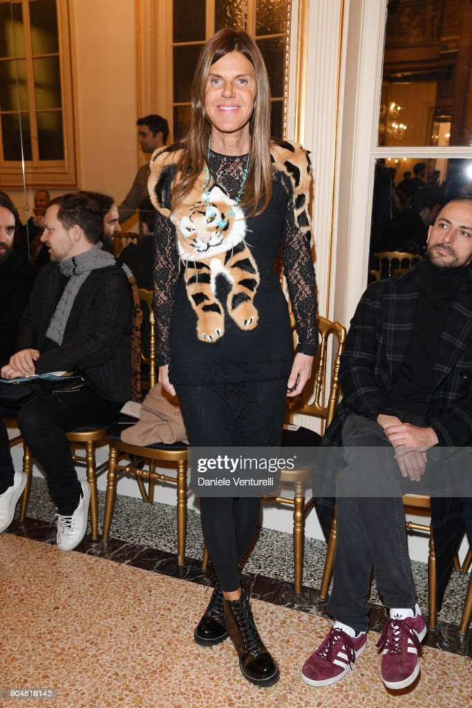 Anna Dello Russo attends the Versace show during Milan Men's Fashion Week Fall/Winter 2018/19 on January 13, 2018 in Milan, Italy.