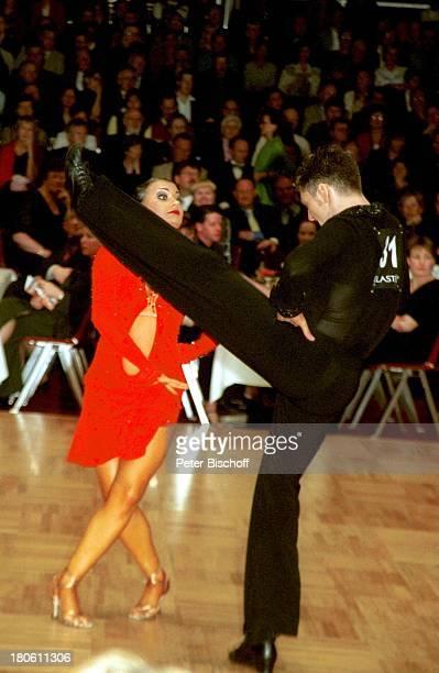 Anna Dorosh Christian Polanc 'Deutsche Meisterschaften in lateinamerikanischen Taenzen' Oldenburg 'Weser EmsHalle' Taenzer tanzen sexy Kleid