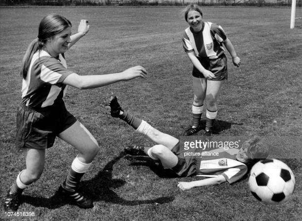 Anna Dukan Maria Ilic and Monika Schmidt of the first women's soccer team of the FC Bayern München during their practice on 7th June 1970 in Munich |...