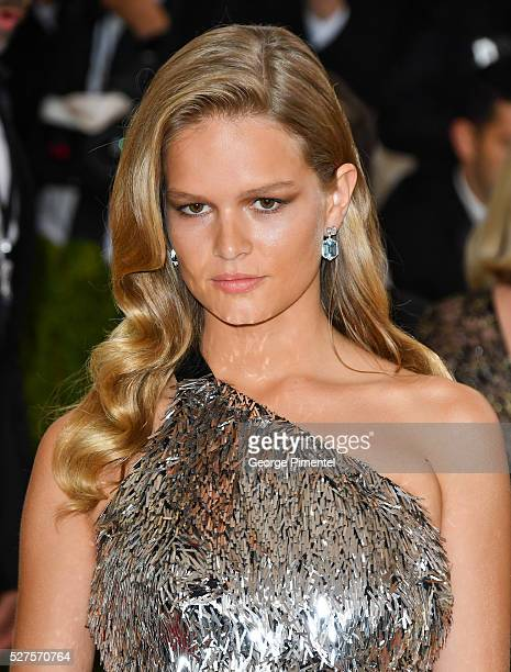 Anna Ewers attends the 'Manus x Machina Fashion in an Age of Technology' Costume Institute Gala at the Metropolitan Museum of Art on May 2 2016 in...