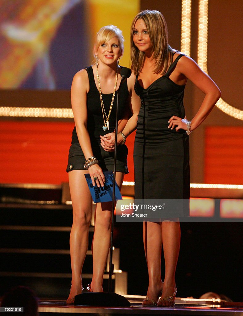 Amanda Bynes 2006 anna faris and amanda bynes, presenters news photo - getty