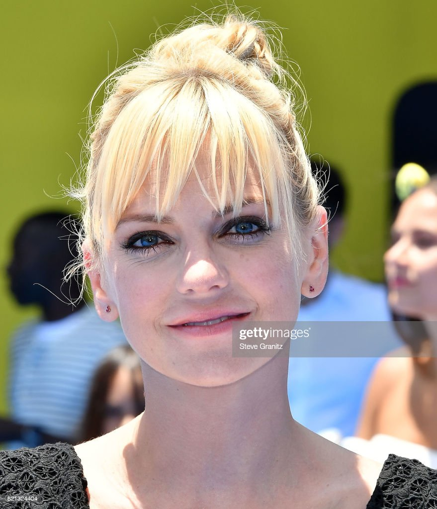 Anna Faris arrives at the Premiere Of Columbia Pictures And Sony Pictures Animation's 'The Emoji Movie' at Regency Village Theatre on July 23, 2017 in Westwood, California.