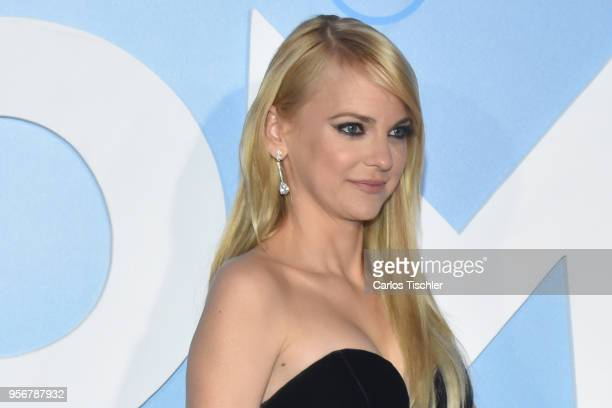 Anna Faris poses for pictures during the 'Overboard ' Mexico City premiere at Cinemex Antara on May 8 2018 in Mexico City Mexico