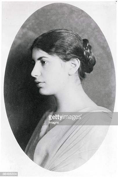 Anna Freud as a young girl oval portrait Photography Around 1915 [Anna Freud als junges Maedchen ovales Portrait Photographie Um 1915]