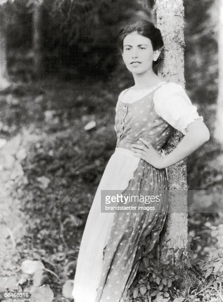 Anna Freud. Photography. 1912. [Anna Freud. Photographie. 1912]
