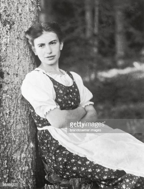 Anna Freud wearing an austrian dirndl. Photography. 1912. [Anna Freud im Dirndl. Photographie. 1912]