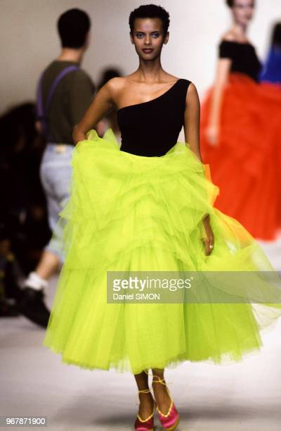 Anna Getaneh au défilé Angelo Tarlazzi PrêtàPorter collection Printempsété 1993 à Paris le 15 octobre 1992 France