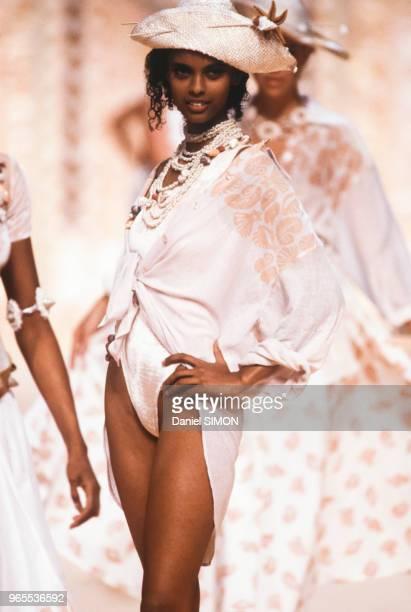 Anna Getaneh au défilé Chantal Thomass PrêtàPorter collection Printemps/été 1990 à Paris le 19 octobre 1989 France