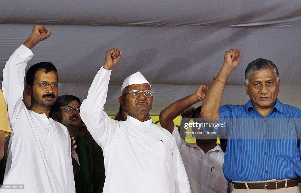 'NEW DELHI, INDIA - AUGUST 3: Anna Hazare , Arvind Kejriwal along with former Army chief Gen VK Singh after he with team members break their six-day long fast on August 3, 2012 in New Delhi, India.(Photo By Virendra Singh Gosain/Hindustan Times via Getty Images)'