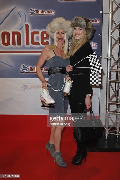 Anna Heesch Und Freundin Kira Bei Der Holiday On Ice Premiere Speed In Hamburg 131111