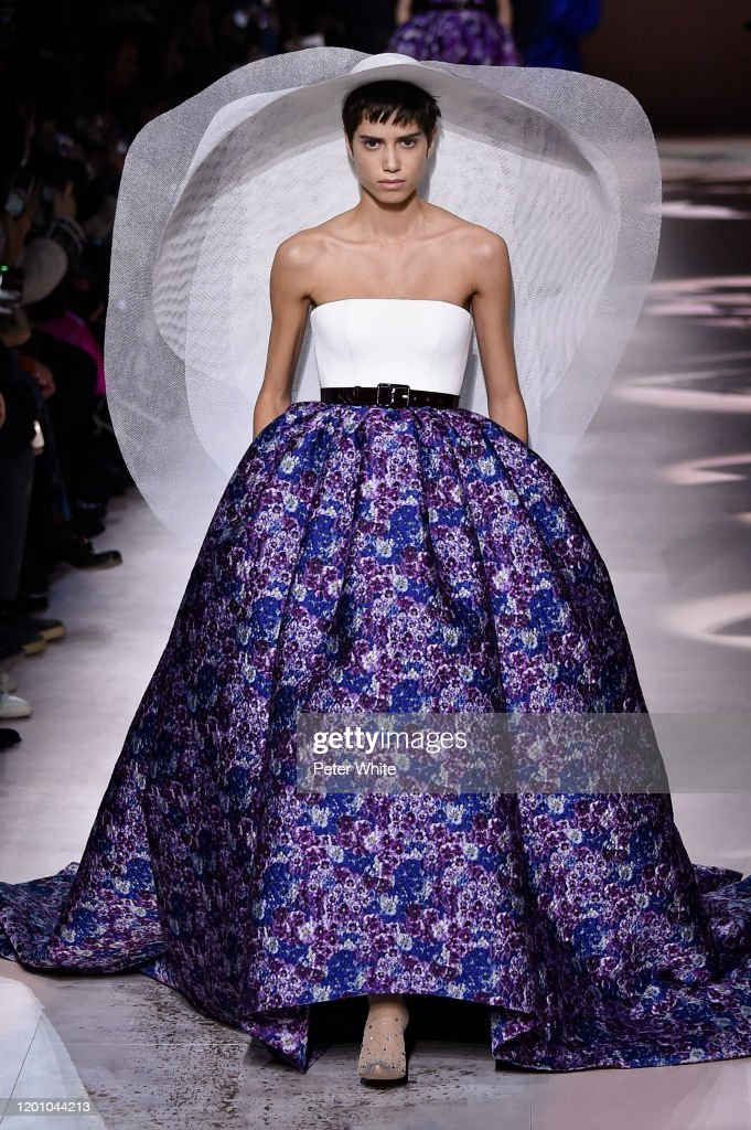 Givenchy : Runway - Paris Fashion Week - Haute Couture Spring/Summer 2020 : Fotografia de notícias