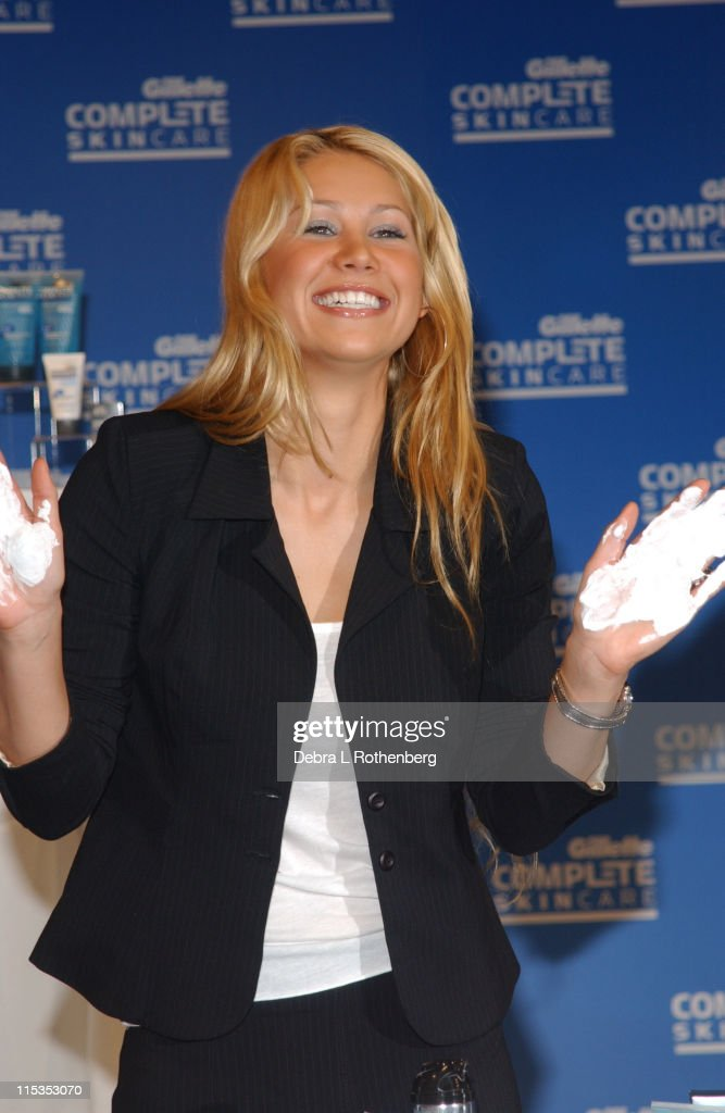 "Anna Kournikova Launches Gillette's ""Completely Irresistible Face"" Contest"