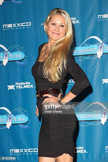 Anna Kournikova poses to photographers during the Fundación Telmex Mexico Siglo XXI press conference at Lunario del Auditorio Nacional on September 8...