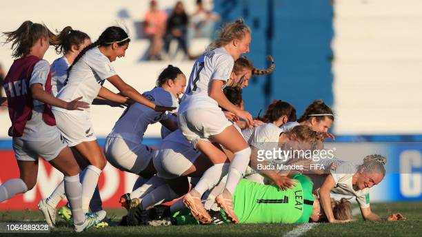Anna Leat of New Zealand celebrates the victory with her teammates the FIFA U17 Women's World Cup Uruguay 2018 quarter final match between Spain and...