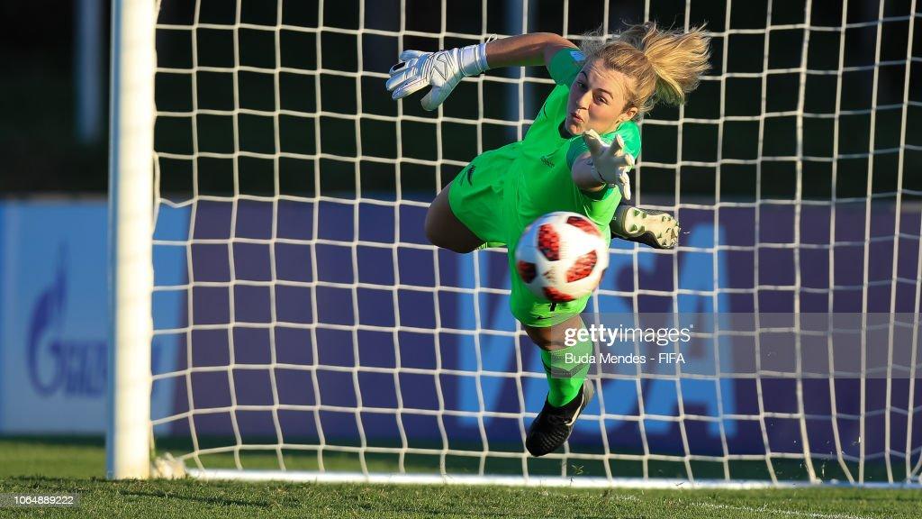 Japan v New Zealand - FIFA U-17 Women's World Cup Uruguay 2018 Quarter Final : News Photo