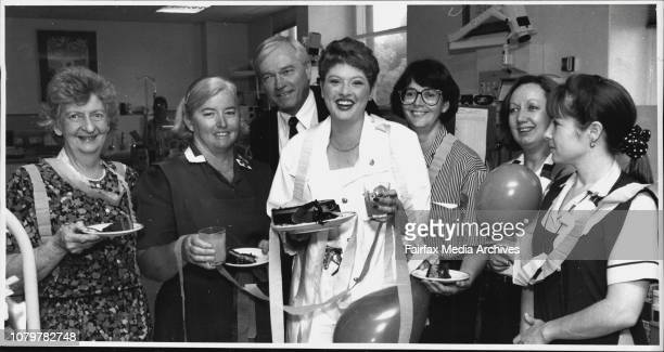 Anna Lisse Piper with her parents Maree and Darrel with King George V Hospital NursesLR Nea Morrison Pam Valentine Prof David HendersonSmart Kim...