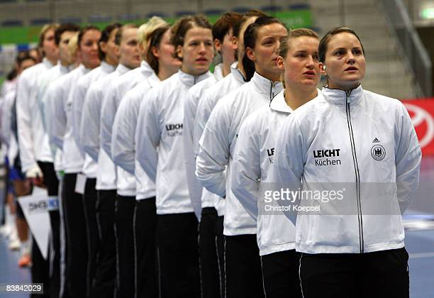 Anna Loerper and the national team pose before the International Handball Friendly match between Germany and France at the Maxipark Arena on November...