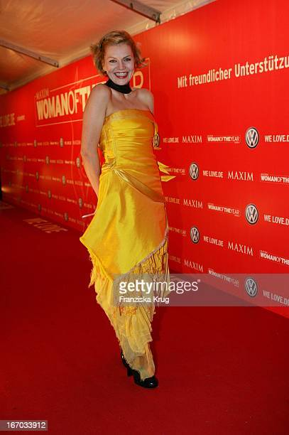 Anna Loos Bei Ankunft Zur Preisverleihung Woman Of The Year 2004 Gala In Der Ullstein Halle Der Axel Springer Ag In Berlin