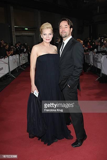 Anna Loos Mit Ihrem Ehemann Jan Josef Liefers Bei Der Ankunft Zum 20 Europäischen Filmpreis Am 011207 In Berlin In Der Arena In Treptow