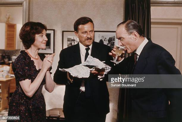 Anna Massey Jon Finch and Alex Mc Cowen on the set of Frenzy directed by Alfred Hitchcock
