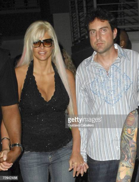 Anna Nicole Smith and Howard Stern attend the James Toney v Samuel Peter boxing match at the Seminole Hard Rock Hotel and Casino on January 6 2007 in...