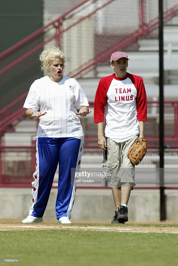 Anna Nicole Smith Plays In A Charity Softball Game : News Photo