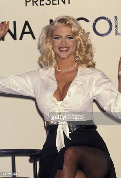 Anna Nicole Smith at the Bullock's Store at Beverly Center in Beverly Hills California