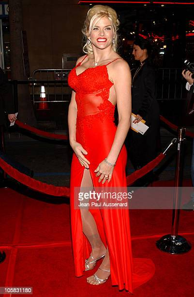 Anna Nicole Smith during Be Cool Los Angeles Premiere Arrivals at Chinese Theater in Hollywood California United States