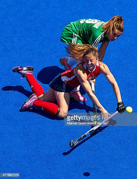 Anna O'Flanagan of Ireland competes for the ball with Julia Reinprecht of United States during the match between United States and Ireland at...