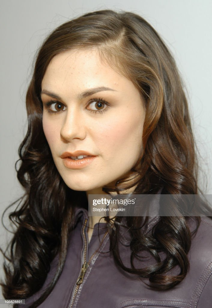 Anna Paquin During Visits Mtv S Trl December 22 2004 At