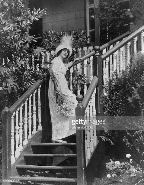 Anna Pavlova *12021881 Ballet dancer Russia Principal artist of the Imperial Russian Ballet St Petersburg at her house in Hampstead London published...