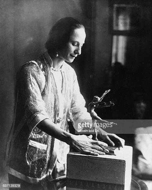 Anna Pavlova Ballet dancer Russia Principal artist of the Imperial Russian Ballet St Petersburg with a figurine