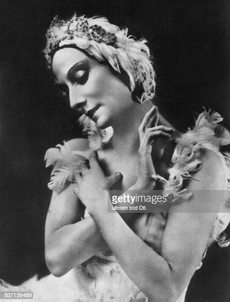 Anna Pavlova Ballet dancer Russia Principal artist of the Imperial Russian Ballet St Petersburg in the role 'The Dying Swan' undated
