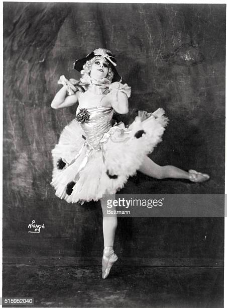 Anna Pavlova in typical pose at the time she appeared with her Ballet Russe in America