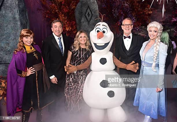Anna Producer Peter Del Vecho Director/writer/Walt Disney Animation Studios CCO Jennifer Lee Olaf Director Chris Buck and Elsa attend the world...