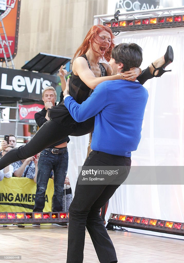 "Cast Of ""Dancing With The Stars"" Visits ABC's ""Good Morning America"" : News Photo"