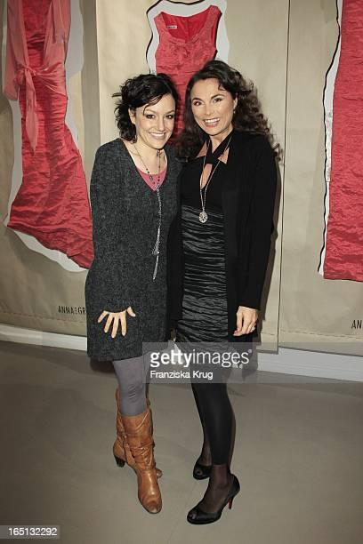 Anna Von Griesheim Mit Miriam Pielhau Bei Der Präsentation Ihres Buches Einfach Gut Angezogen In Der Galerie Morgen In Berlin