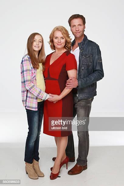 Anna Willecke mit Maike Bollow und Patrik Fichte die deutschen Schauspieler beim Fototermin zum Start der 10 Staffel der ARDTelenovela Rote Rosen in...