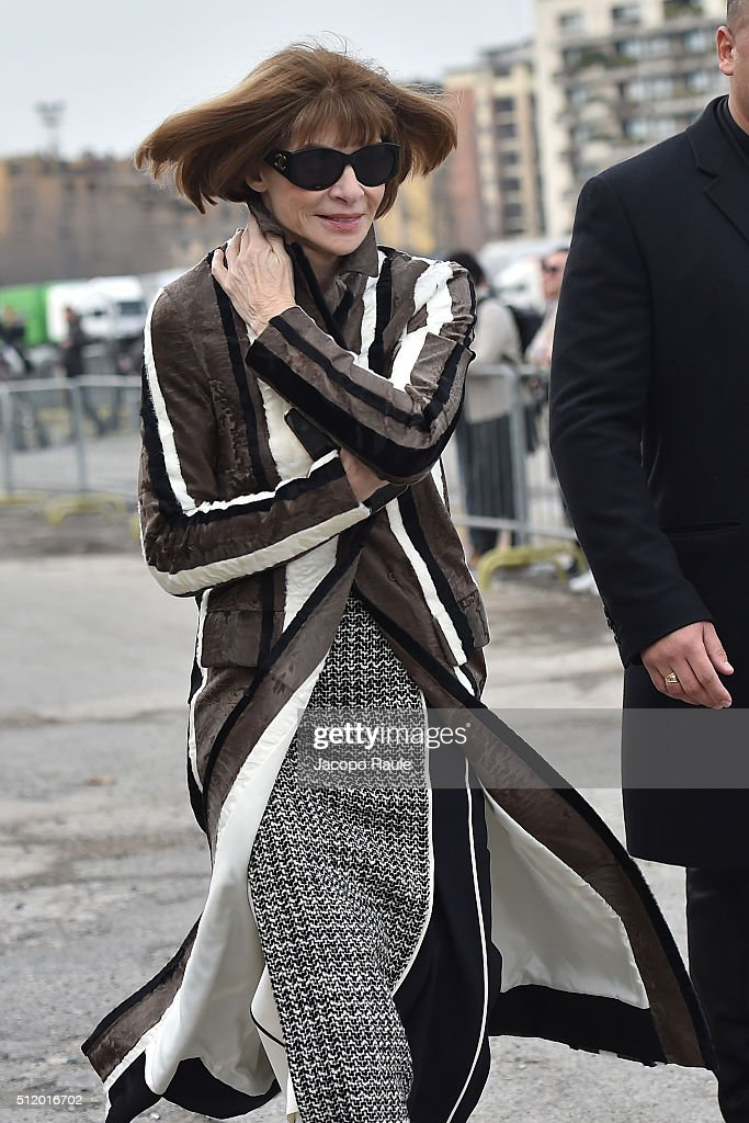 Anna Wintour arrives at the Gucci show during Milan Fashion Week Fall/Winter 2016/17 on February 24, 2016 in Milan, Italy.