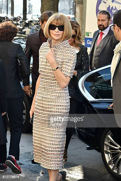 Anna Wintour attends the Chanel show as part of the Paris Fashion Week Womenswear Spring/Summer 2017 on October 4, 2016 in Paris, France.