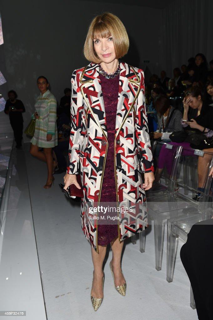 Versace - Front Row - Milan Fashion Week Womenswear Spring/Summer 2015 : News Photo