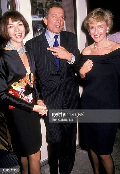 Anna Wintour Nigel Dempster and journalist Tina Brown attend Nigel Dempster Party on November 15 1989 at 150 Wooster Restaurant in New York City