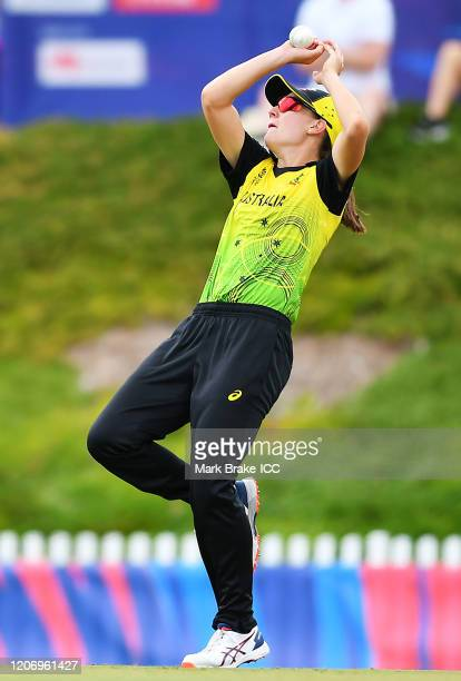 Annabel Sutherland of Australia catches Mignon Du Preez of South Africa during the ICC Women's T20 Cricket World Cup Warm Up match between Australia...