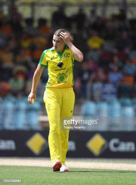 Annabel Sutherland of Australia prepares to bowl during the Women's T20 TriSeries Game 2 between Australia and England at Manuka Oval on February 01...
