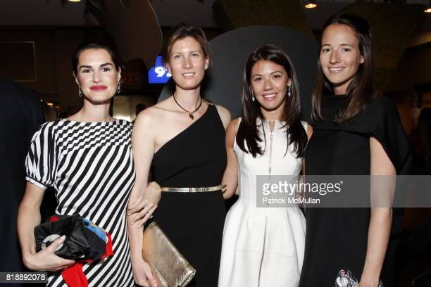 Annabella Murphy Libbie Mugrabi and Gail Van de Weghe attend 92nd Street Y Annual Spring Gala starring Barry Manilow at 92nd Street Y on May 17 2010...