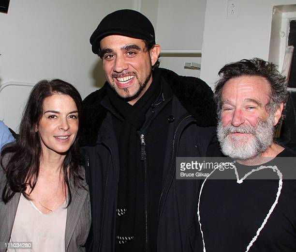 Annabella Sciorra Bobby Cannavale and Robin Williams pose backstage at the hit play 'Bengal Tiger at the Baghdad Zoo' on Broadway at The Richard...