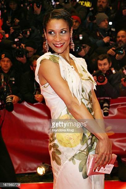 Annabelle Mandeng Bei Der Eröffnung Der 57 Internationalen Berlinale Mit Dem Film 'La Vie En Rose' In Berlin